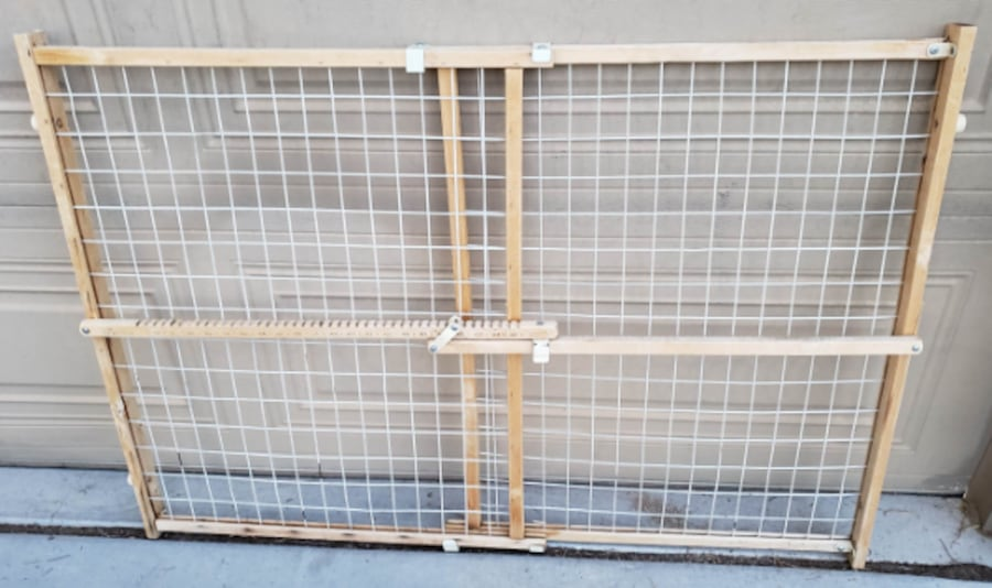 Extra Tall & Wide Adjustable Wire Mesh Gate for Animals / Toddlers e3d8de7c-6a07-4b1f-9ce5-65e5ab3d68e5