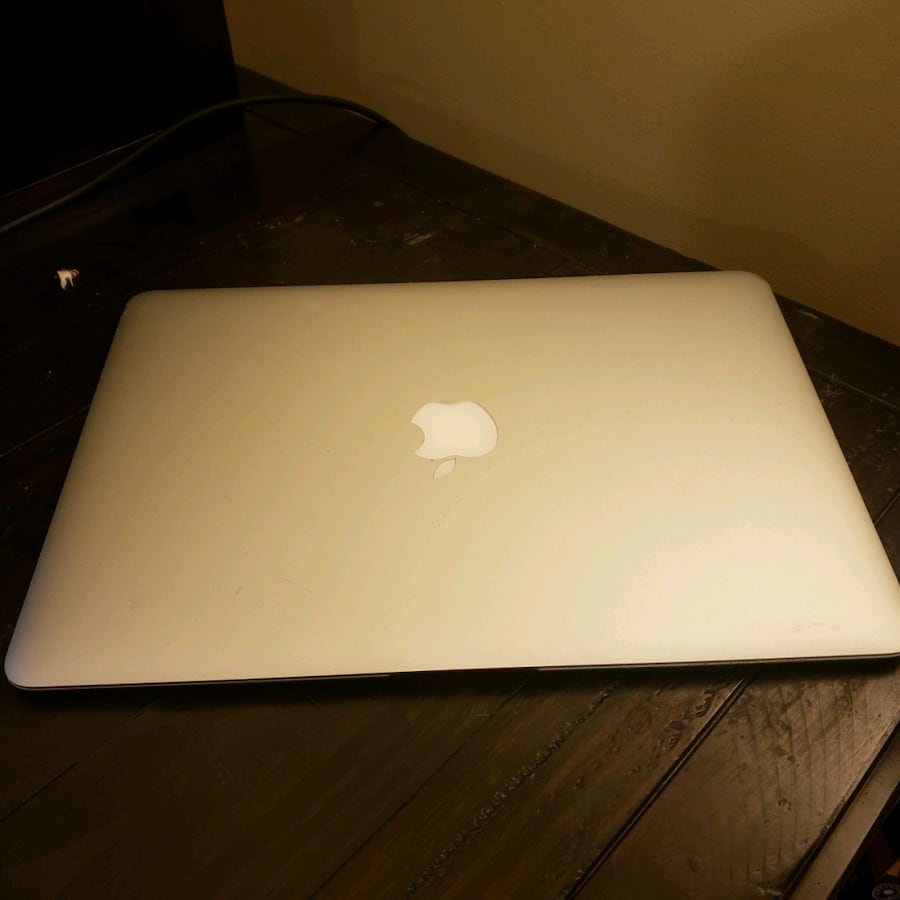 *Price drop today only*Early 2015 macbook air dce5f176-893d-4e63-9965-c36be14cd9dd