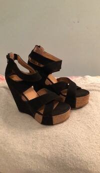 Pair of black leather open-toe wedge sandals 542 km
