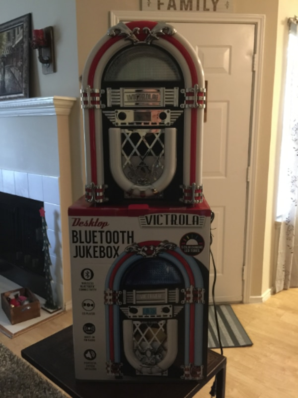 Victrola Retro Desktop Bluetooth Jukebox
