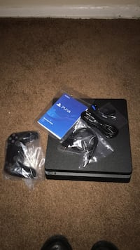 Black sony ps4 console with controller Bowie, 20715