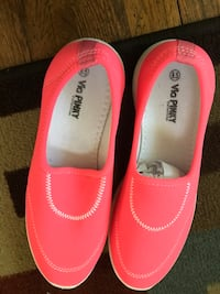 Pair of pink comfy shoes size 8.5 52 km