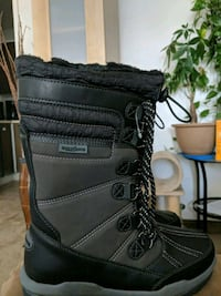 pair of black-and-gray duck boots Ottawa, K1V 8T4