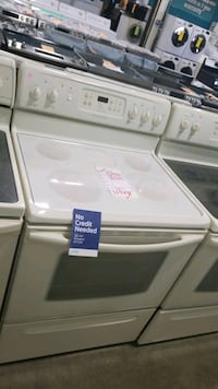 Frigidaire glass top electric Stove 30inches,  Queens
