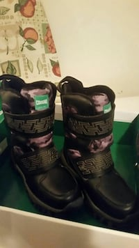 Boys winter boots. Youth size 1. Waterproof