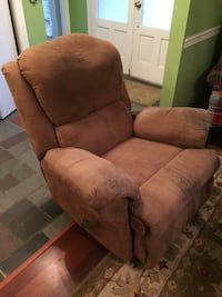 Brown fabric recliner sofa chair in excellent condition . Daphne, 36526