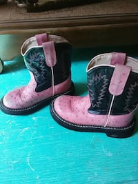 pair of black-and-pink leather cowboy boots Jackson, 39212