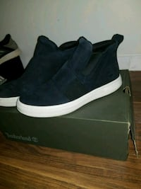 pair of black-and-white low top sneakers St. Catharines, L2M