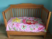 brown wooden co-sleeper crib and pink, green, and yellow floral mattress Québec, G1N 3W4