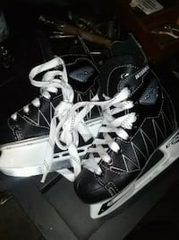boys hockey skates size 1 Kitchener, N2E 3E7
