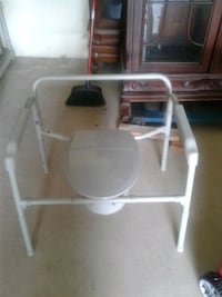 NEVER USED HEAVY DUTY commode chair Sebring, 33872