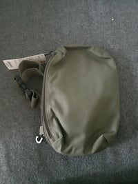 Olive green uniqlo sidebag/pouch Toronto, M6A 1X8