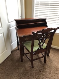 Cherry desk and chair 7 km