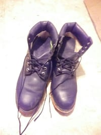 Selling a pair of black Timberland boots.