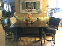 Beautiful sofa/dining table with 2 swivel stools. Oxnard, 93035