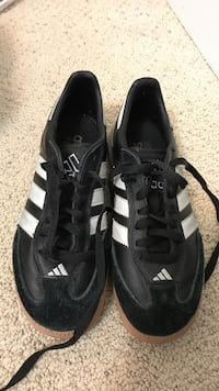 Pair of black-and-white adidas low-top sneakers Bend, 97703