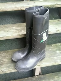 pair steel toe rubbers Surrey, V3V 7H1