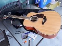 Brown acoustic guitar with case Toronto, M1R 0B6
