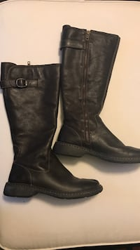 Pair of dark brown size 8 leather upper