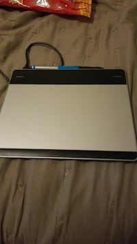 Wacom pen and touch drawing tablet