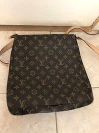 LV bag Richmond, V7C 5R7