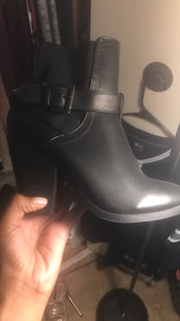 Pair of black leather boots size 8 Waldorf, 20602