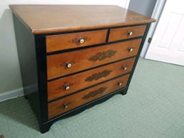 Dresser. Chest of drawers