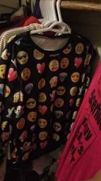 Medium emoji shirt barely  worn Sudbury, P3A