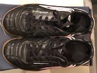 Soccer shoes indoor women's size 8.5 Like New Mississauga, L5K