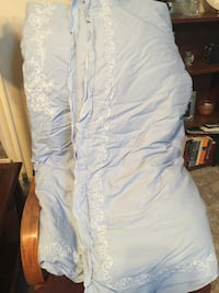 Twin light blue Comforter and 1 pillow sham Lusby, 20657