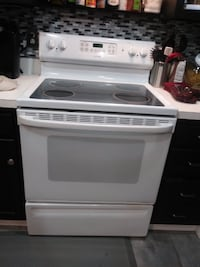 White Hotpoint Stove Electric Glass Top 33 km