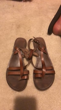 Pair of brown leather sandals Hardeeville, 29927