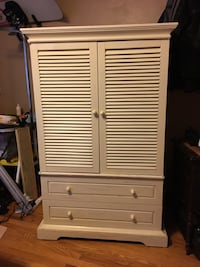 White wooden 2-door cabinet Camp Hill, 17011