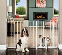 New!! Unused  Carlson Maxi Walk-Thru Pet Gate in White with optional extension 514 km