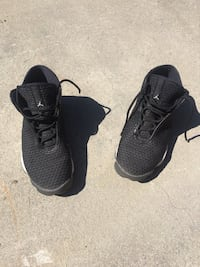 pair of black Nike basketball shoes Castroville, 93907