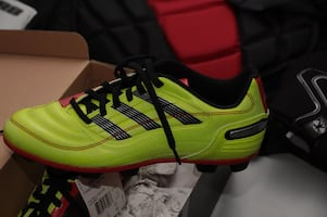 mens football/soccer shoes 7.5