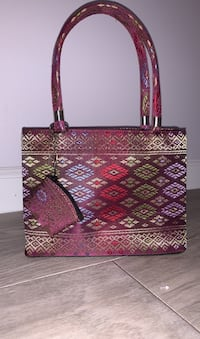Small Bag with threads and coin holder
