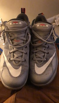 pair of gray Nike basketball shoes Southaven, 38672