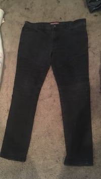 black denim fitted jeans Vancouver, 98665