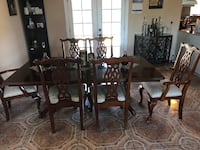 Dining table with 6 chairs  Turlock, 95382