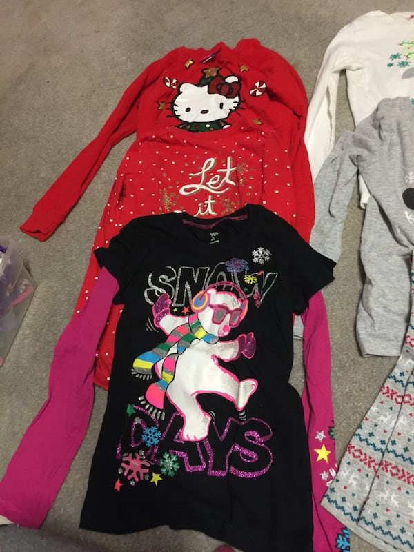 Child's holiday clothes a65fefe3-156f-43a0-bc67-d0aa5c1abe8c