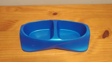 Must go! Small plastic pet dish. New. Located in Simcoe. Pickup only.
