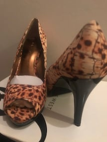 Brand new-never used. Nine West -Size 7M. Open toes