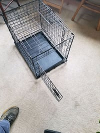 Medium sized dog cage for sale in excellent condition