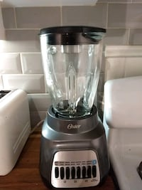 Oster 8 speed blender  Toronto, M6E 2Z7