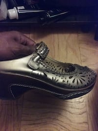 pair of black leather shoes Temple Hills, 20748