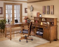 L-Shaped Desk w/ Hutch Manassas