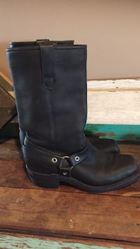 Dayton boots excellent condition  New Westminster, V3L 3V2