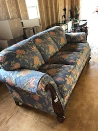 Blue floral sofa Purcellville, 20132