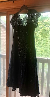 Navy blue size 16 mother of bride 3/4 length dress! I bought this new for $120.00 from Macys. I only wore it once for my daughter's wedding- in perfect shape! Thanks for looking . Reston, 20190